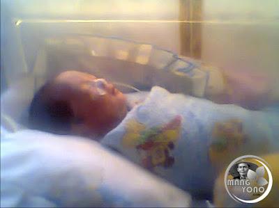 FOTO : Gigin saat umur 12 Hari di ruangan Frimatologi RS. Efarina Etaham Purwakarta ( Sekarang RS. SILOAM).