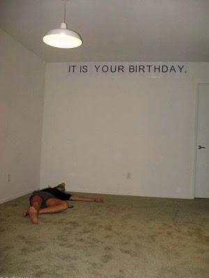Alleine auf lustiger Geburtstagsfeier - peinlich Einsamkeit witzig