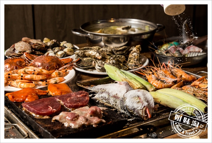 吃這間要先餓一天-現撈泰國蝦+螃蟹薑母鴨+燒烤吃免驚-超狂鮮炭霸海鮮碳烤火鍋 - 高雄美食 | 姐妹淘甜美食光