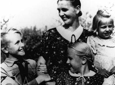 Potret keluarga Jerman yang ideal versi Adolf Hitler