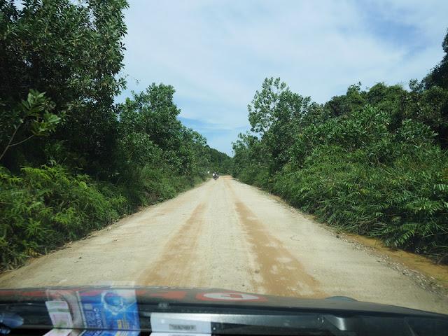akses jalan ke Taman Nasional Zamrud