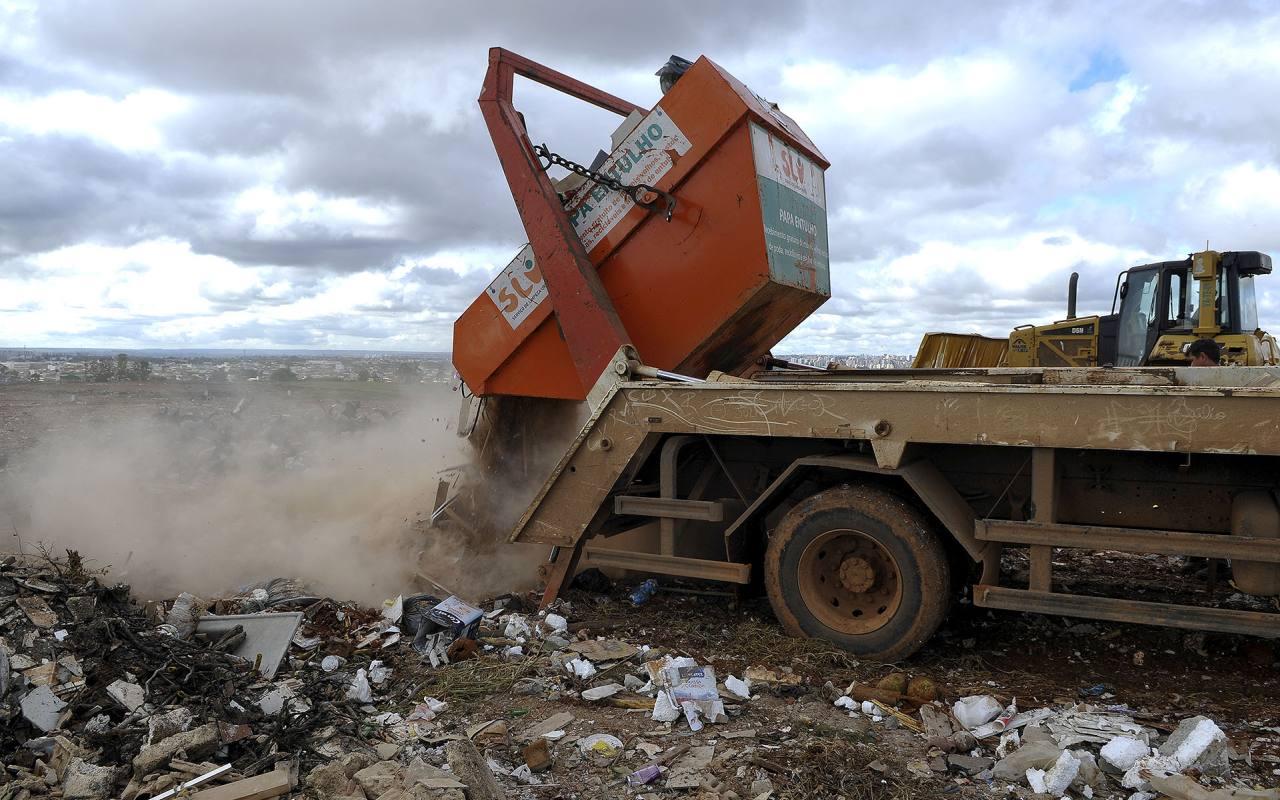 GDF passa a cobrar pelo descarte de resíduos da construção civil