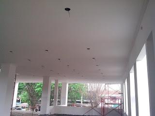 Pemasangan plafon gypsum board di STTM selesai