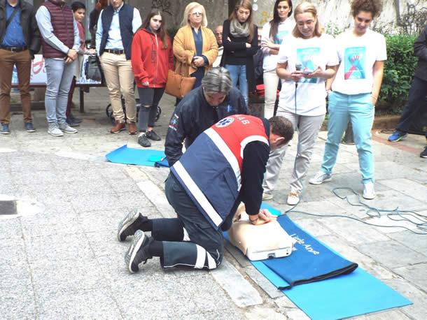 Δράσεις για ΚΑΡΠΑ και χρήση αυτόματου εξωτερικού απινιδωτή στη Λάρισα