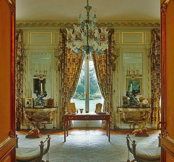 The Buzz On Antiques Help Buzz What 39 S The Difference Between Drapes And Curtains