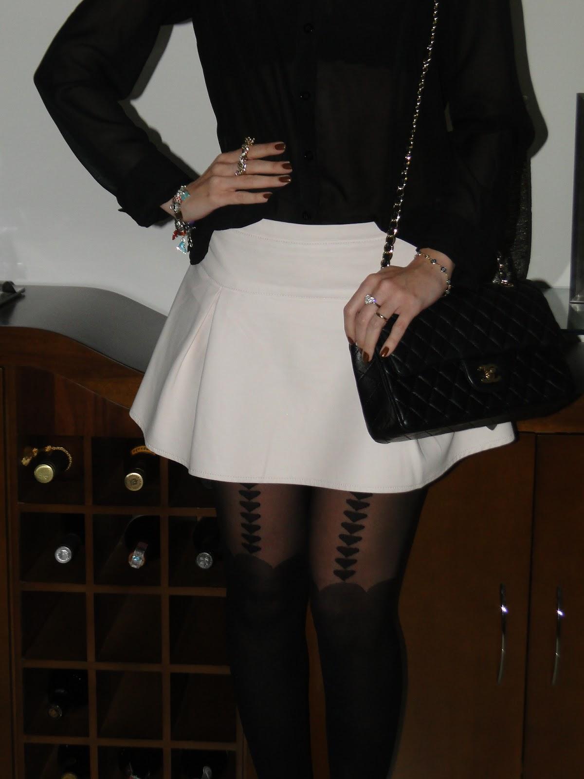 776c59b97 Fotos: Estilo da Cris Camisa: Lojinha em Campinas/ Saia: C&A/ Scarpin: C&A/  Meia calça: Marisa/ Bolsa: Chanel