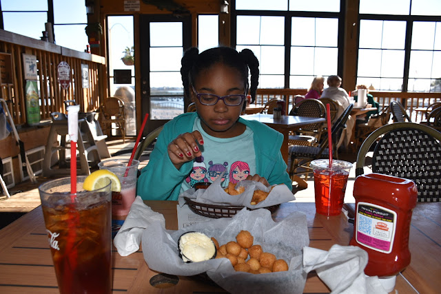 Picky Eaters? Tips For Making Sure Everyone Is Happy When Eating Out  via  www.productreviewmom.com