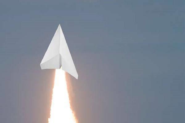 進擊的紙飛機,數位時代翻攝自 PowerUP FPV介紹影片。