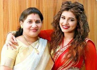 Sanskruti Balgude Family Husband Son Daughter Father Mother Marriage Photos Biography Profile.