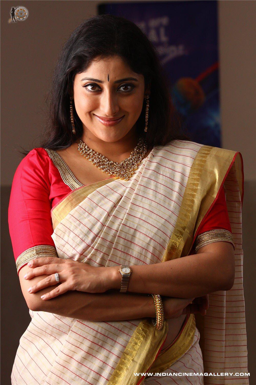 Divyaparameshwaran123 Lakshmi Gopalaswamy Hot Boobs-7584
