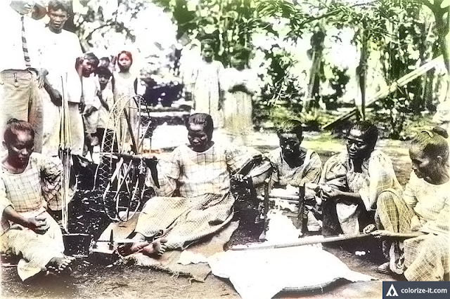 A photo of women weaving cotton in Calaca, Batangas during the American colonial era.  Image source:  University of Wisconsin Digital Collections.