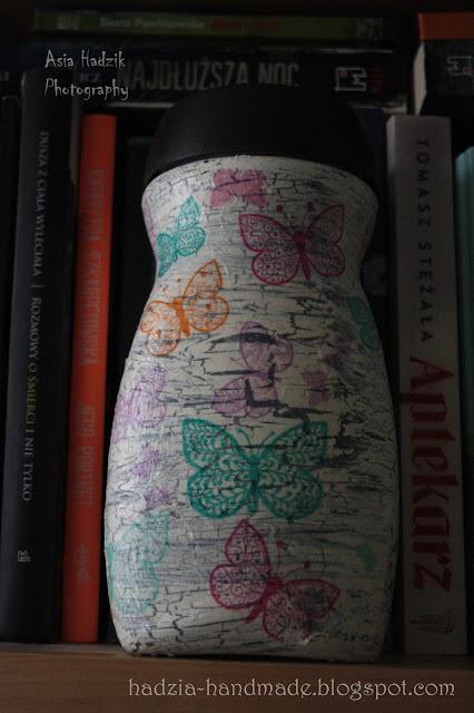 612. Słoik decoupage z kolorowymi motylami