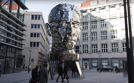 David Cernys - Die Kafka Metalmorphosis Skulptur in Prag | Ein Video überrascht