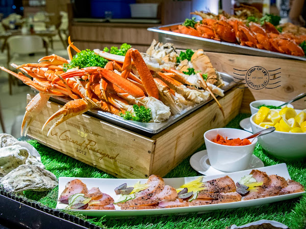 Iconic Hotel Seafood Buffet & Free Flow Wine Every Friday & Saturday