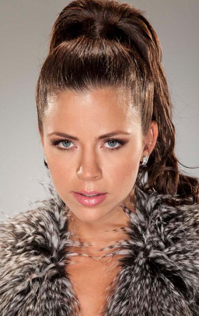Ximena Duque da vida a un explosivo y sensual personaje en la serie de Telemundo 'Dueños del Paraíso'