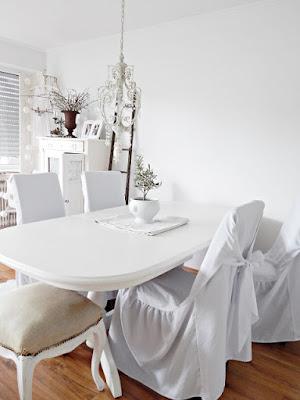 Ideen für das Esszimmer und die Essecke: Weißer shabby chic Tisch bei Bloggerin Elke von by meisje