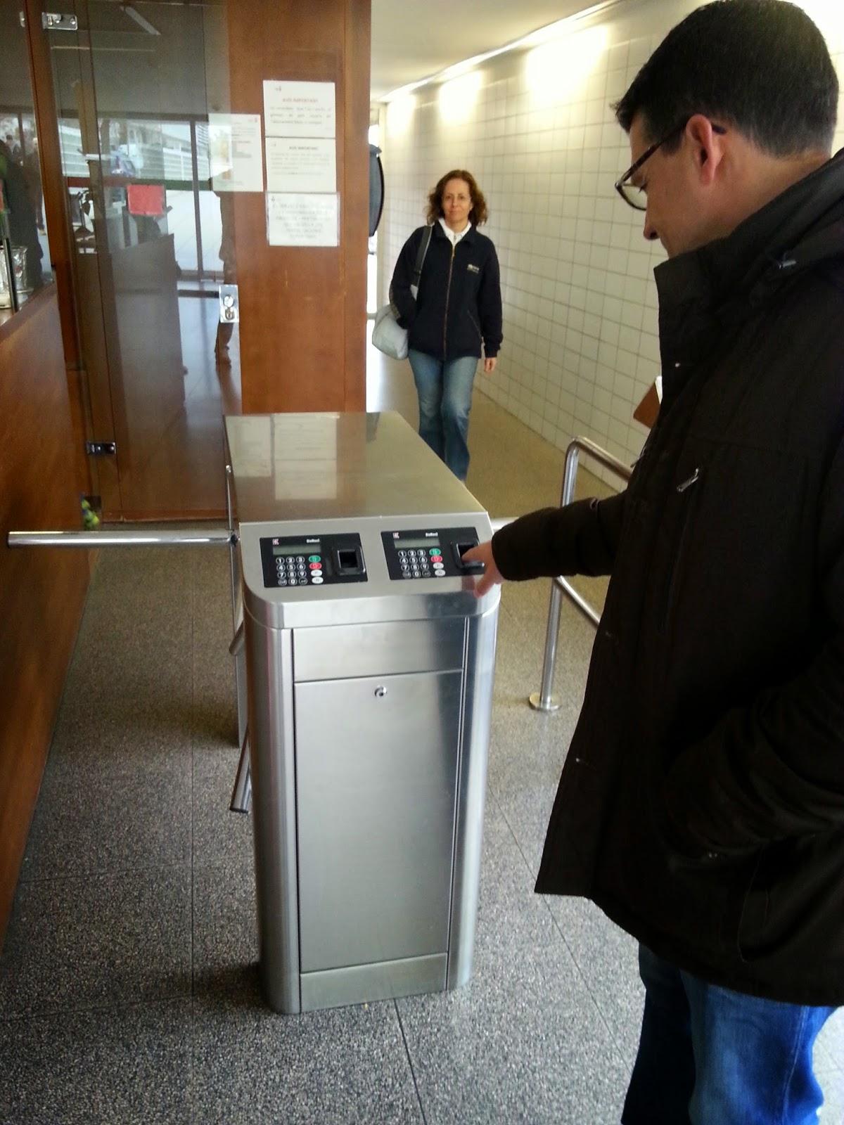 Control de accesos biométrico por huella digital