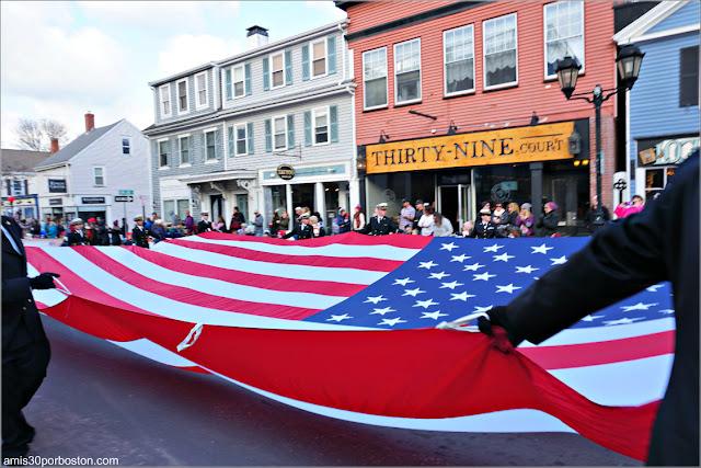 Bandera de Estados Unidos en el Desfile de Acción de Gracias de Plymouth