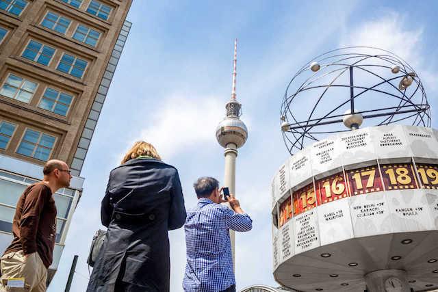 Torre Berliner Fernsehturm na Alexanderplatz