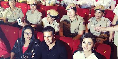 akshay-enjoys-naam-shabana-with-policewomen