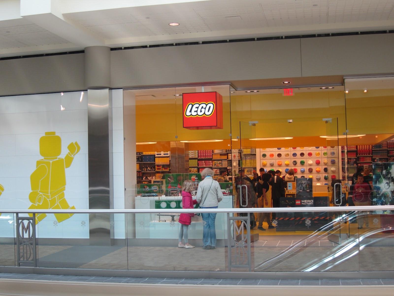 in Milwaukee Buried Store LEGO (Wauwatosa) now Bricks: open