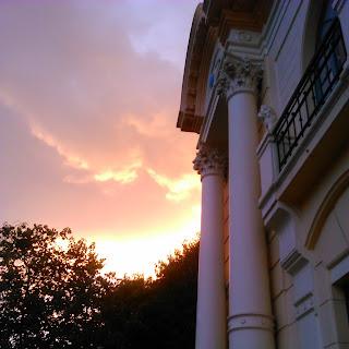Crepúsculo na Praça Clarimundo Carneiro e Palácio dos Leões