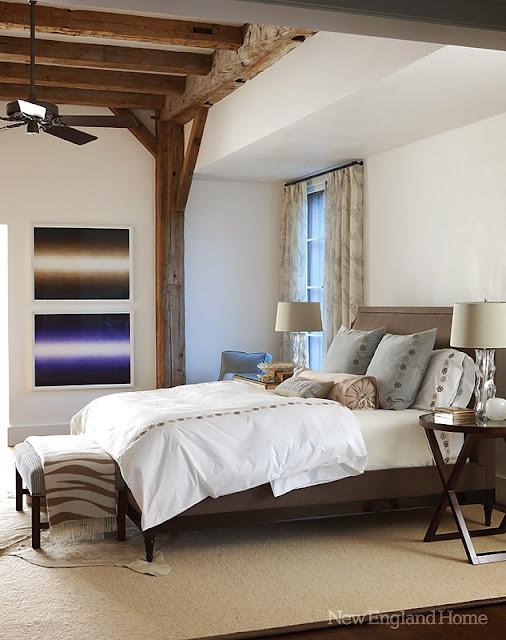 dormitor cu grinzi de lemn