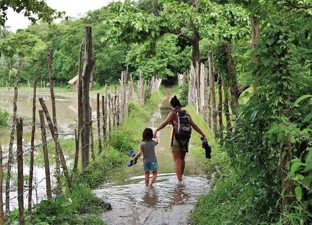 El Nido, Filipinas. Playas alrededor de El Nido. Carreteras y caminos de acceso a las playas.