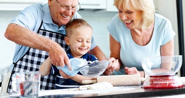 Avós com netos-maternidade-família-amor