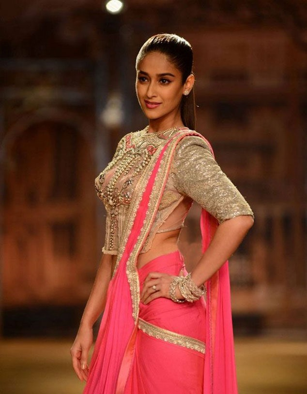 Glamorous Ileana Hot Navel Show Photos In Pink Saree