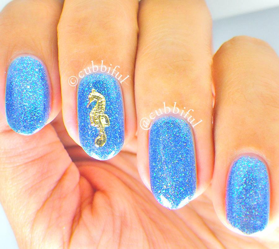 Seahorse On Glitter Sea Nails