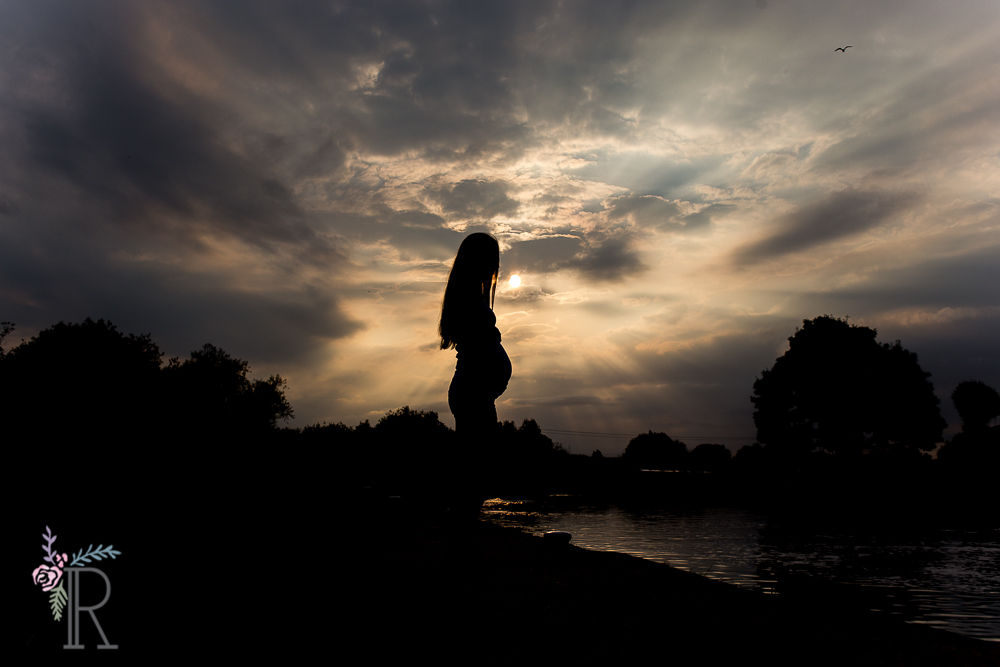 Sunset Maternity Silhouette Photograph. Newborn Baby and Maternity Photographer near me in Leicestershire & Nottinghamshire