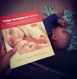"""Jak radzić sobie z wymagającym niemowlęciem. Rady małżeństwa Sears z ich książki """"Księga wymagającego dziecka"""""""