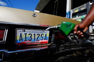 В Венесуэле заливают самый дешевый бензин