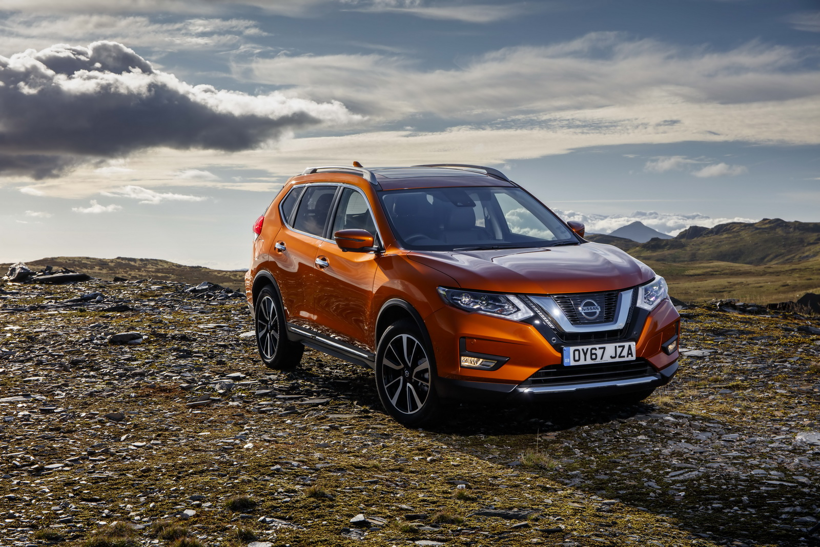 refreshed 2018 nissan x trail arrives in the uk from 23 385 otr 36 pics carscoops. Black Bedroom Furniture Sets. Home Design Ideas