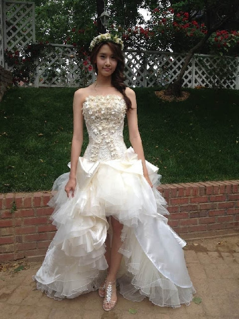99a07eebc57d 120531 SNSD's YoonA is lovely as always in her Wedding Dress