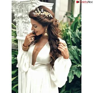 Shama Sikandar Beautiful Stunning Deep neck Gowns Bikini Inners 004.jpg