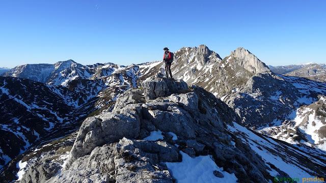 en la cima del Pico Blanco en el Parque Natural de Somiedo
