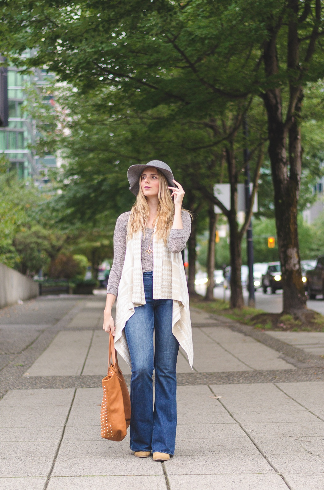 the urban umbrella style blog, vancouver style blog, vancouver fashion blog, vancouver lifestyle blog, vancouver health blog, vancouver fitness blog, vancouver travel blog, canadian faashion blog, canadian style blog, canadian lifestyle blog, canadian health blog, canadian fitness blog, canadian travel blog, bree aylwin, how to rock the 70s trend, how to wear flared jeans, american eagle boho artist flare jean review, dynamite clothing vest, how to layer stylishly for fall, how to wear a floppy hat, aldo crucia hat, best lifestyle blogs, best fitness blogs, best health blogs, best travel blogs, top fashion blogs, top style blogs, top lifestyle blogs, top fitness blogs, top health blogs, top travel blogs