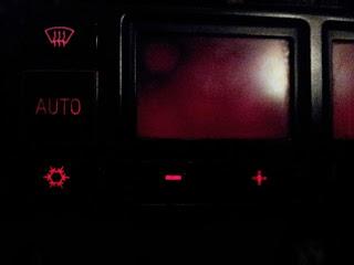 Climatizador con pantalla rota.