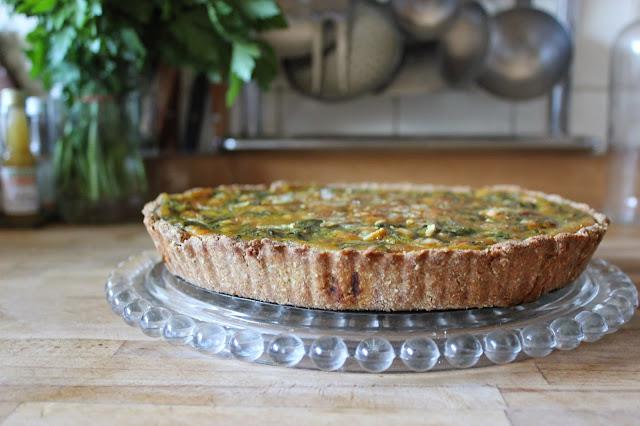 https://cuillereetsaladier.blogspot.com/2014/05/tarte-special-restes-fanes-et-soupe-de.html