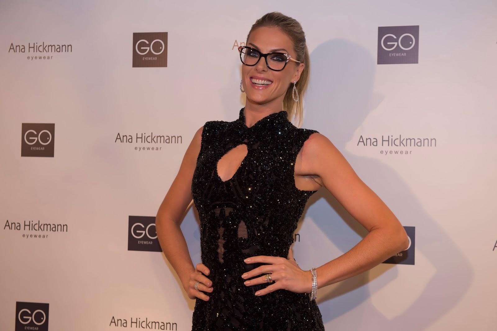Noite de festa para Ana Hickmann! A apresentadora e modelo celebra os 15  anos da sua Ana Hickmann Eyewear, marca de óculos lançada com a Go Eyewear,  ... 685cc75f35