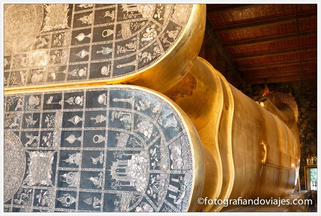 Buda reclinado en Wat Pho en Bangkok