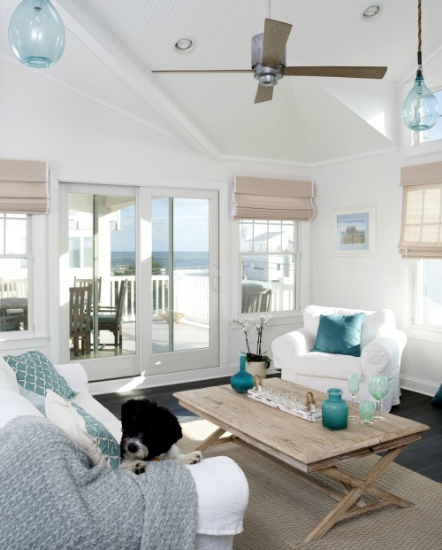 Elegant Beach House Decor: Nautical Home Decor Ideas With Reclaimed Wood Furnishings
