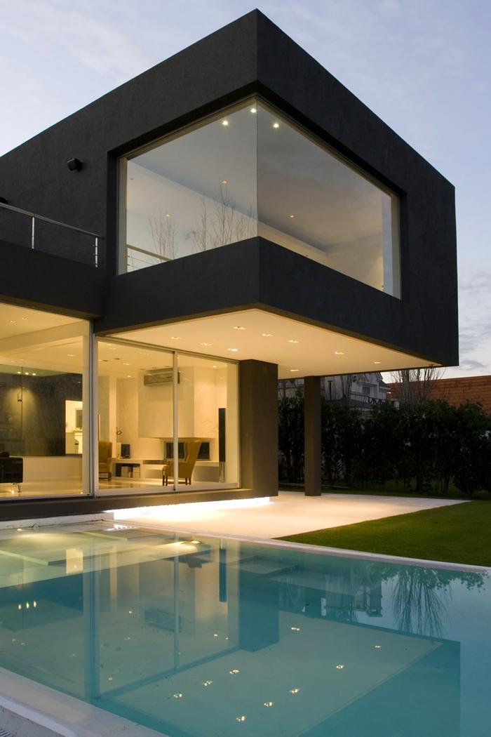 Casas minimalistas y modernas casa minimalista frente al lago for Casa minimalistas