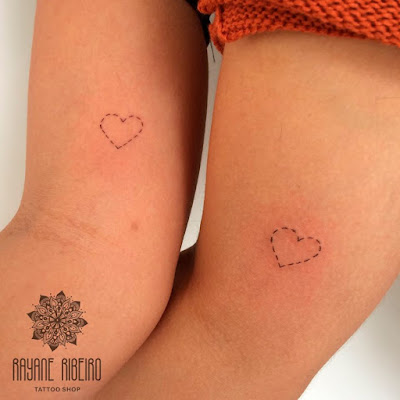 Tatuagem traço fino coração