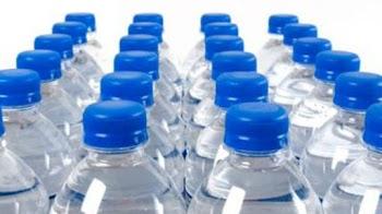 Ποιοί οι κίνδυνοι από το ξαναγέμισμα ενός πλαστικού μπουκαλιού;