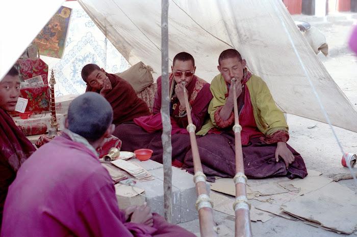 Tibet, Lhassa, Barkhor, dungchen, © L. Gigout, 1990