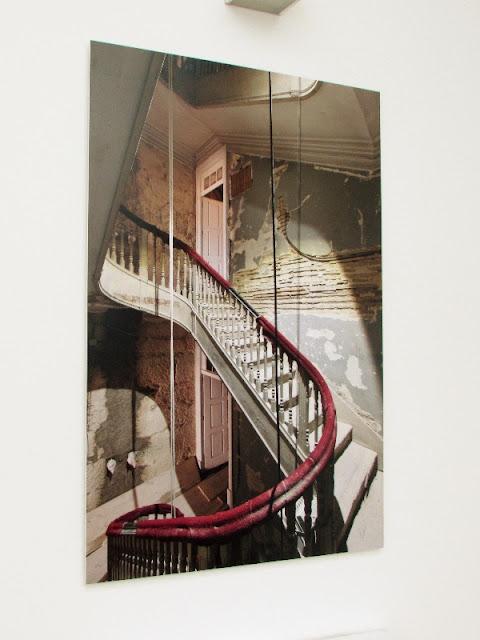 corrimão de escada e foto de  restauração da escada