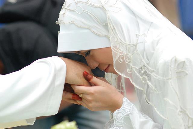 Subhanallah! Inilah Golongan Istri Yang Bisa Menjadi Penolong Bagi Suaminya Di Akhirat